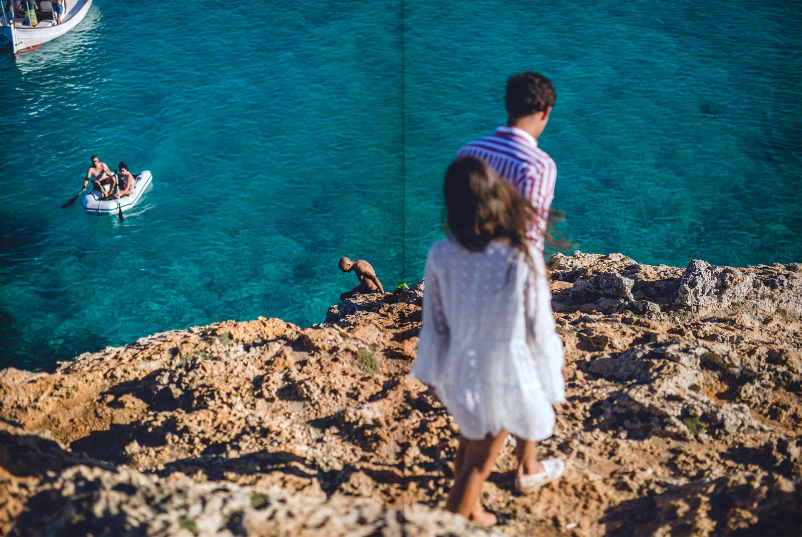 bride and groom walking in a cliff for their engagement session