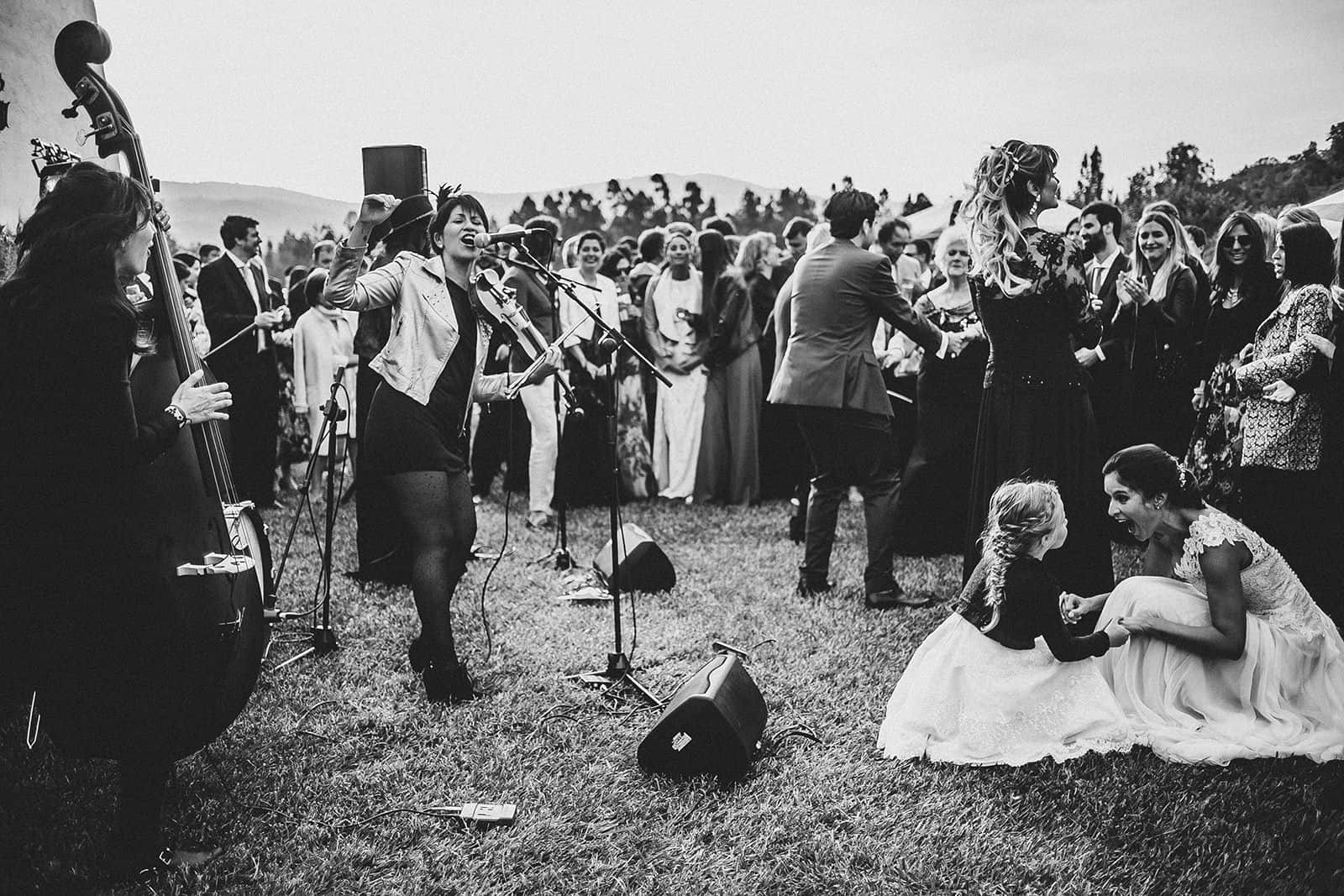 band playing, bride dancing in a london wedding