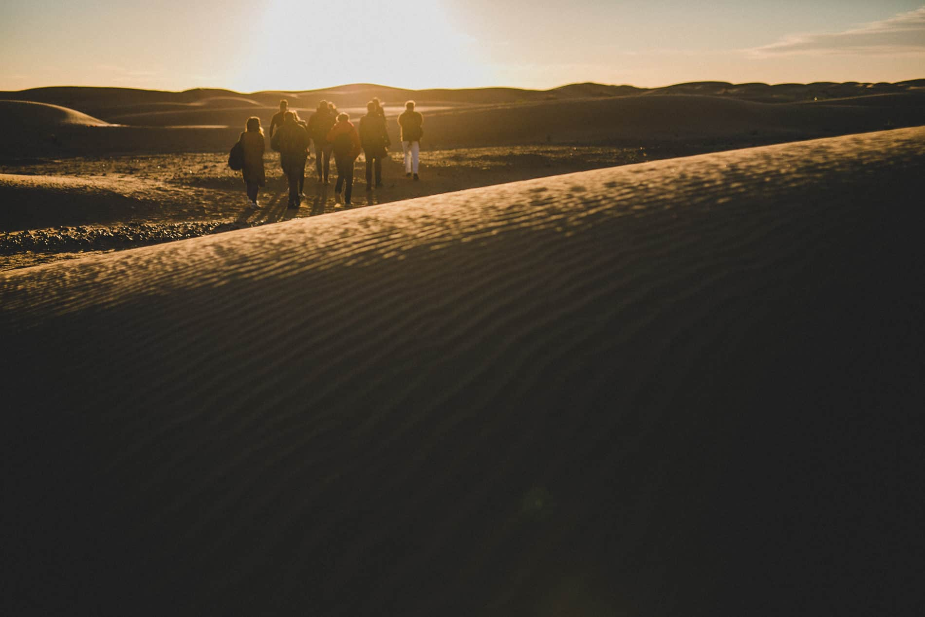 wedding photography workshop in the middle of merzouga desert