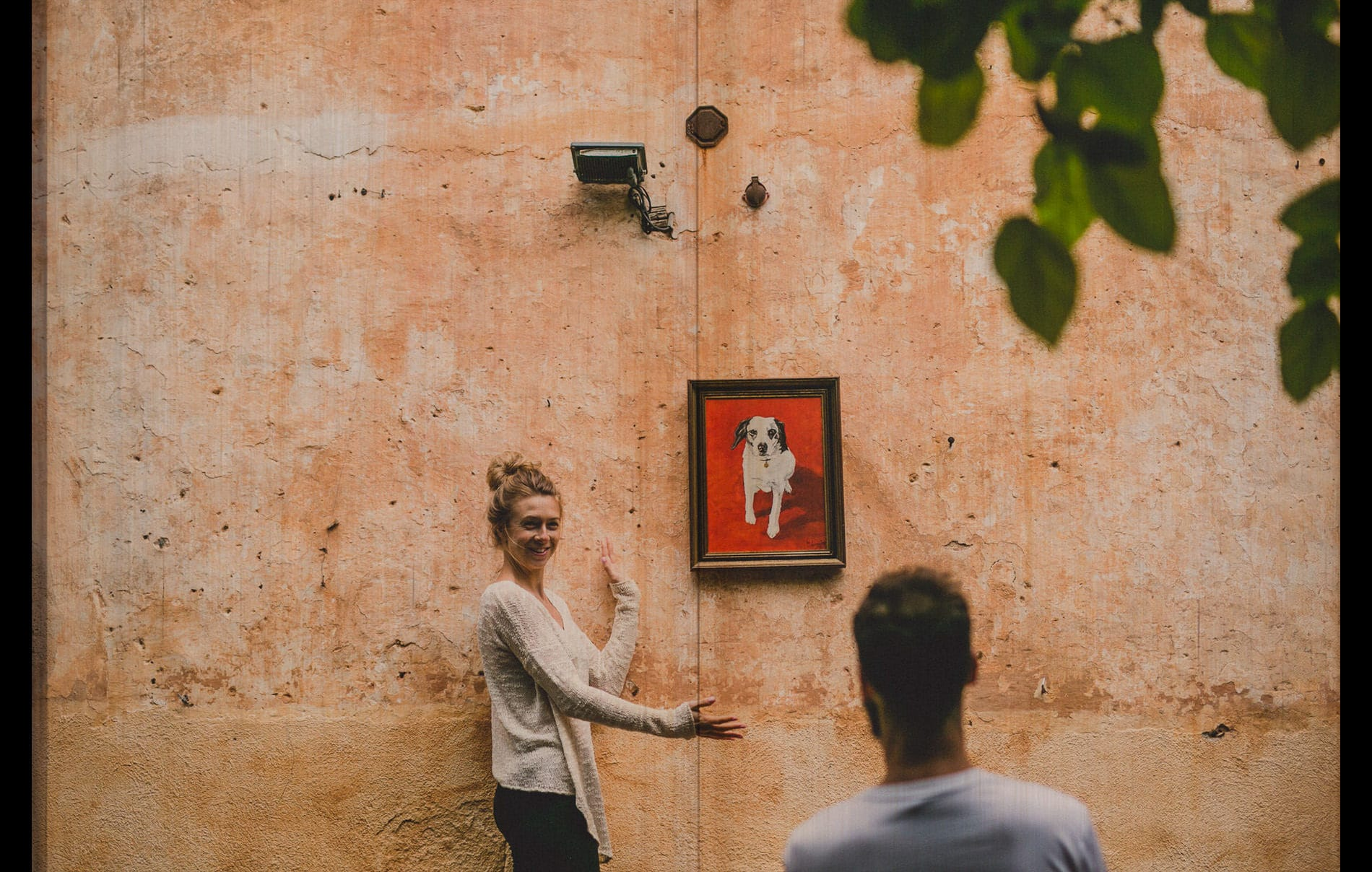 bride hanging a frame of a dog